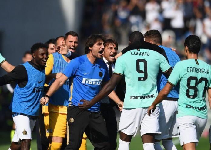 Pelatih Inter Milan, Antonio Conte bersama pemainnya