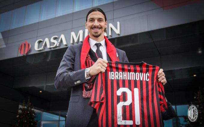 Zlatan Ibrahimovic resmi berseragam AC Milan. Milan mendatangkan Ibra dalam bursa transfer musim dingin Januari 2020. Ibra siap bersaing dalam Liga Italia atau Serie A Italia.(Twitter/AC Milan)