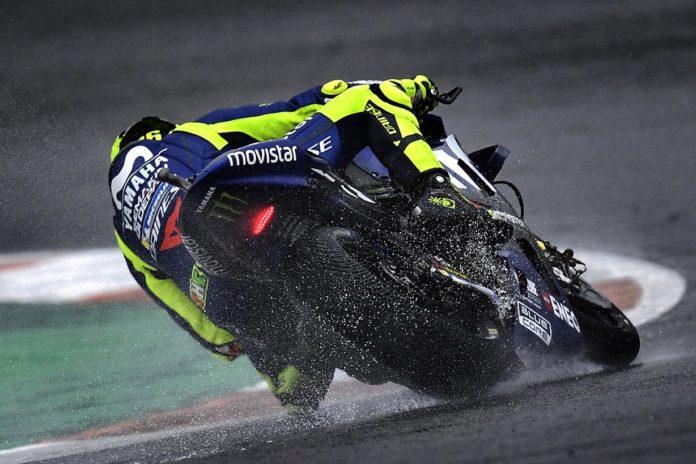 Pembalap MotoGP, Valentino Rossi kembali mengeluhkan persoalan ban motornya. (Twitter Valentino Rossi)