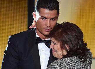 Cristiano Ronaldo dan ibunya Dolores Aveiro (FIFA/Getty Images)